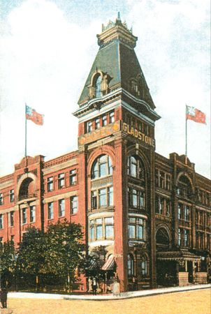 Gladstone Hotel with its hat